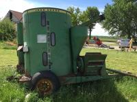John Deere feed mixer, grinder Model 750