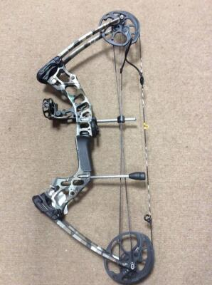 RealTree Mission Hammer Engineered & built by Mathews Compound Bow, Fiber optic sight, Whisker rest