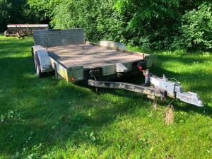 "Aluminum trailer. 83"" wide y 14' long. Will need tires."
