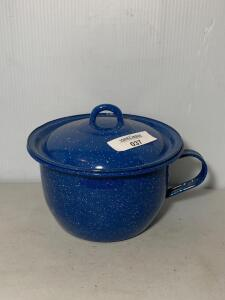 Blue Speckled Graniteware Sm. Chamber Pot w/lid