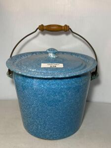 Blue & White Graniteware Pot w/lid