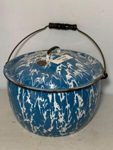 Blue & White Swirl Graniteware Pot w/lid & handle