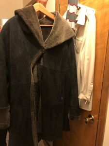 Brown mid length winter coat. Size extra large