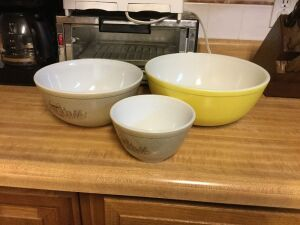 "Three Vintage Pyrex bowls 10 "" 8"" and 5 """