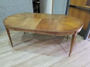 Dining Room Table w/2 leaves and padded cover