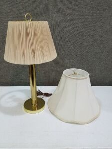 Vintage Lamp w/ extra lamp shade