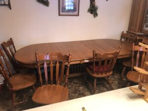 Oak dining room table 96x41x29 plus 7 chairs